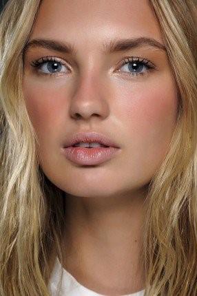 در تابستان کمتر آرایش کنید