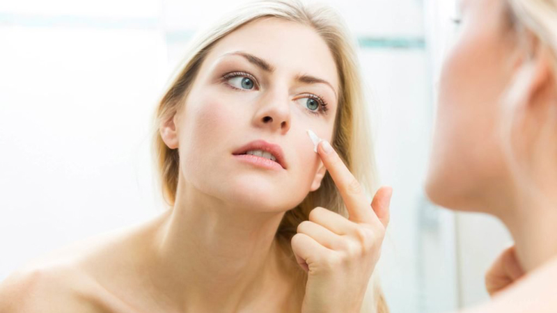 درمان جوش صورت با استفاده از محصولات ضد آکنه